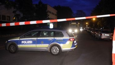 Die Polizei hat die Stetzscher Straße abgesperrt.