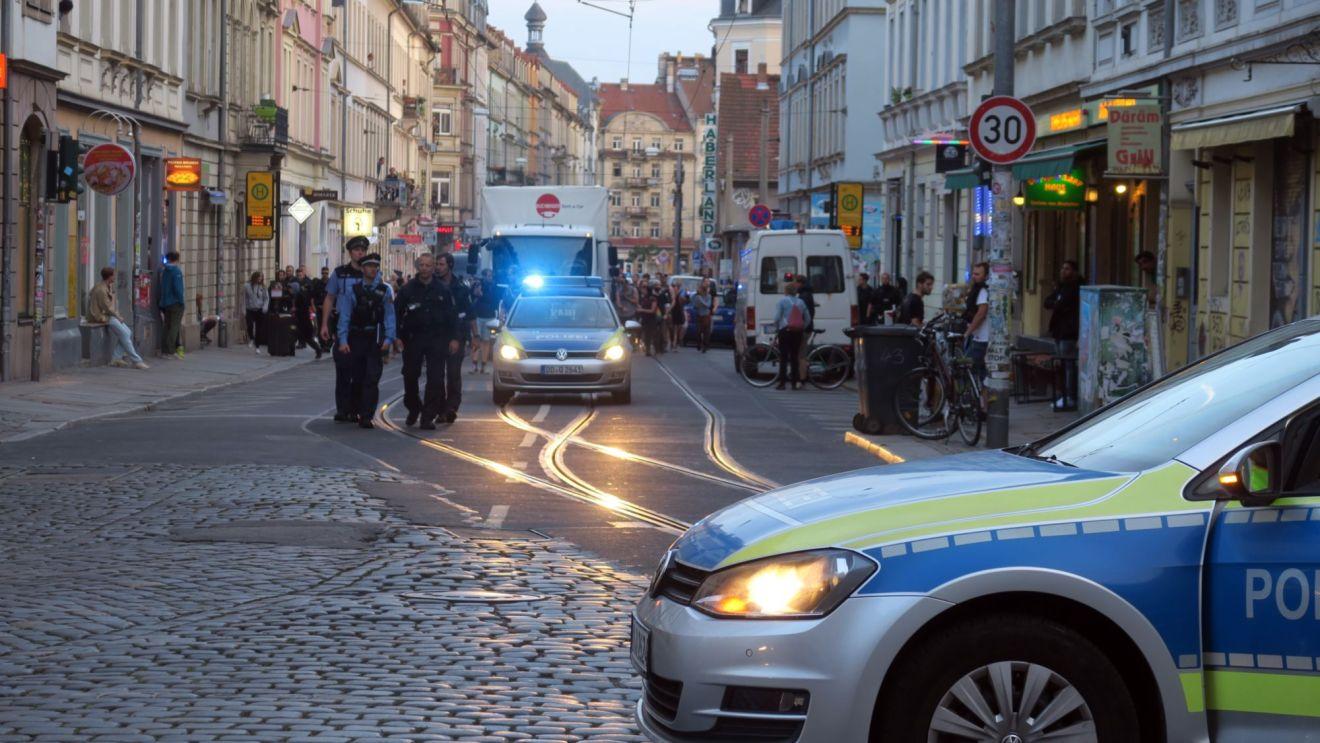 Kurz nach 20 Uhr erreichte die Demo die Neustadt