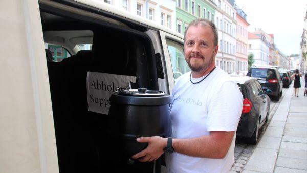 Mitgründer Felix Lehmann liefert Suppe (warm).