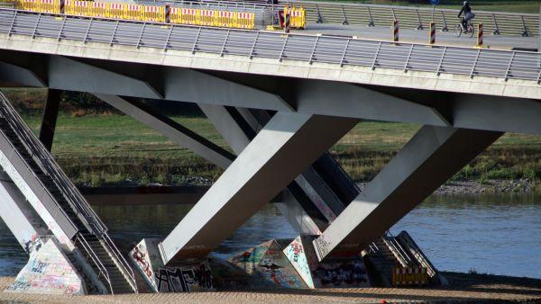 Graffiti an der Waldschlößchenbrücke