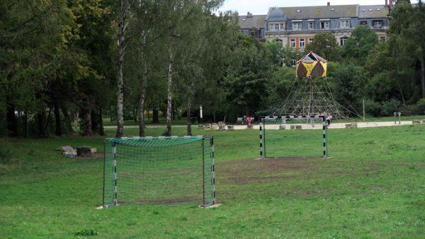 """Bolzplatz auf dem """"Russensportplatz"""""""