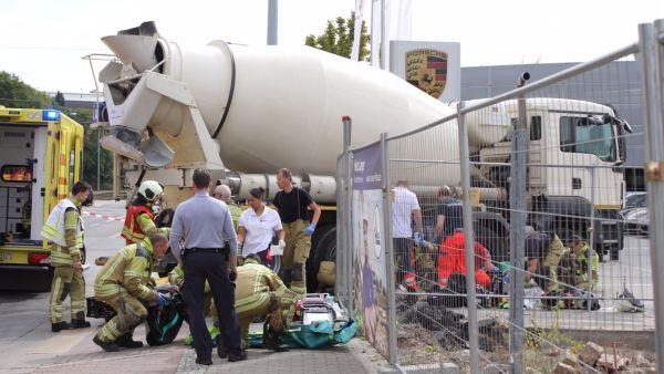 Schwerer Unfall an der Großenhainer Straße. Foto: Roland Halkasch