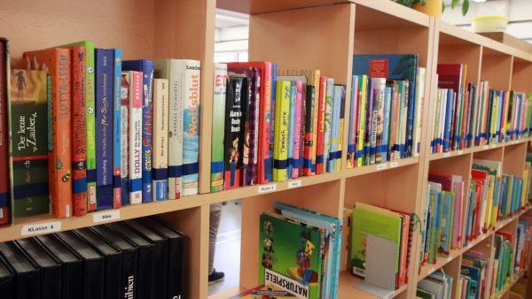 Viele Bücher zum Lesen, Schmökern, Stöbern, Blättern.