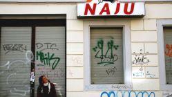 Cornelia Thate vor dem geschlossenen NAJU-Büro.