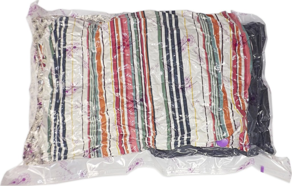 How to seal a vacuum storage bag