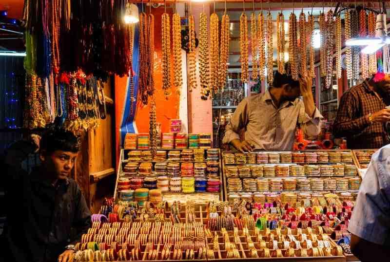 pushkar bazaar selling gold bracelets