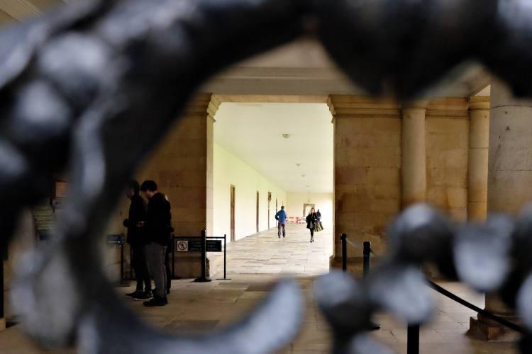 DSCF0470 Isaac Newton Corridor