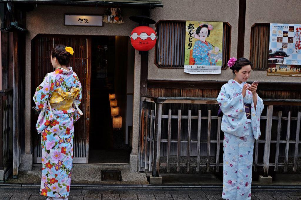 Kyoto Gion geishas