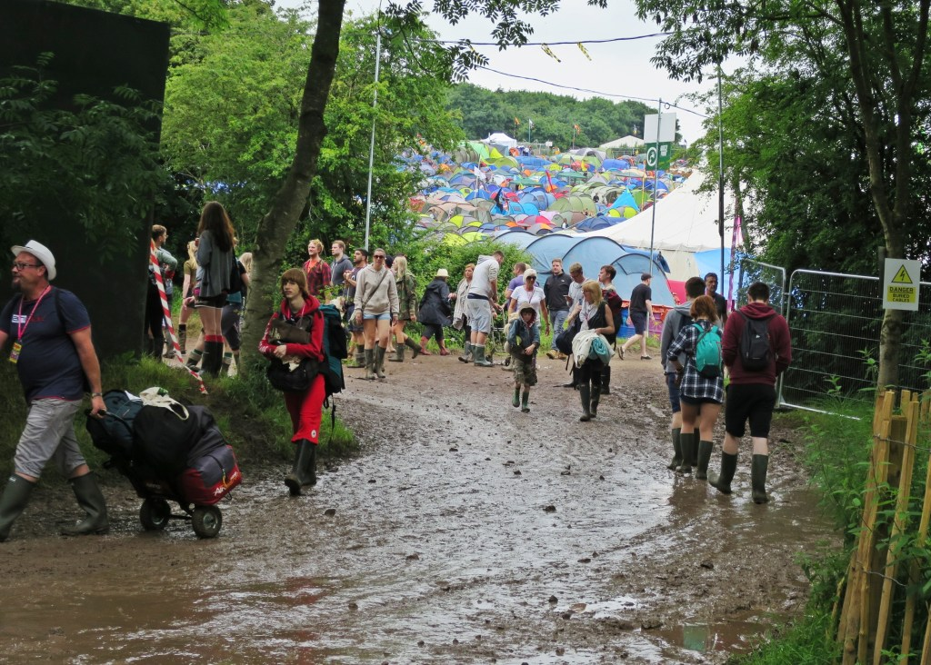 Glastonbury 2016 23 June Thursday beginning mud WS