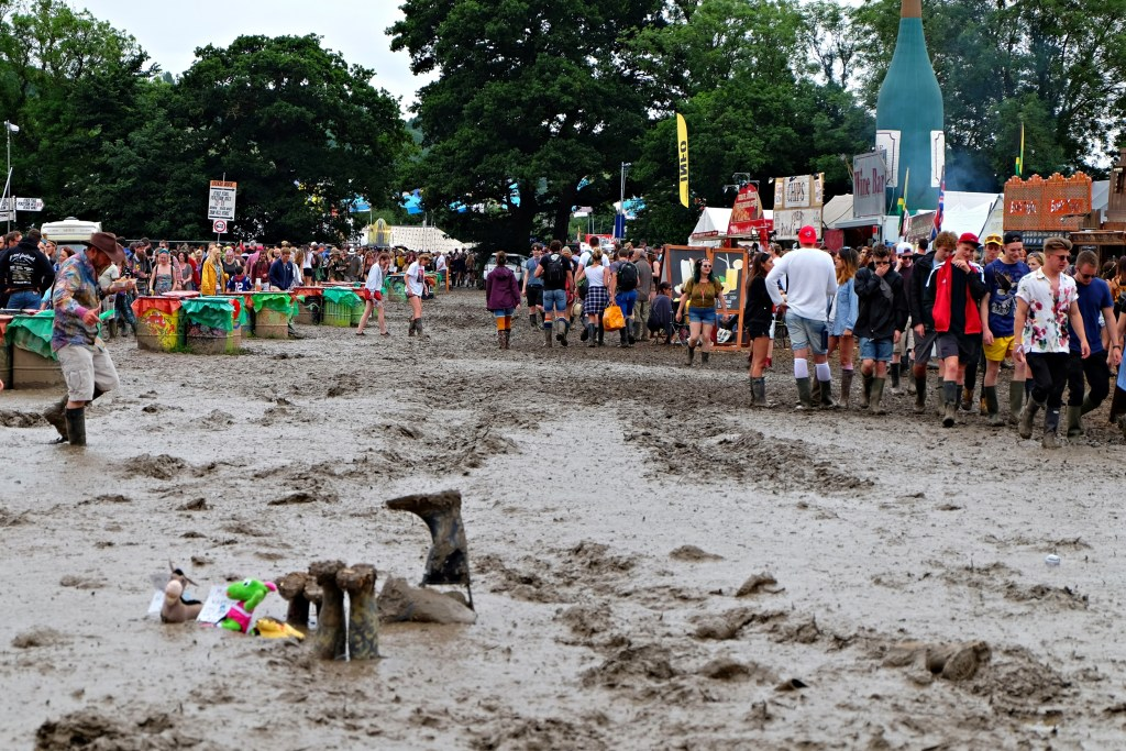 Glastonbury 2016 23 June Thursday day mud WS