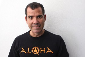 "Graham Elwood says ""Hello"" and ""Goodbye"" with a single tee shirt."