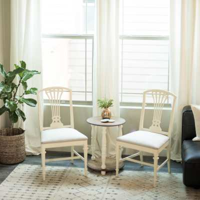 Check out this furniture makeover diy with chalk paint | DIY Modern Farmhouse Chairs | #neverskipbrunch neverskipbrunch.com #DIY