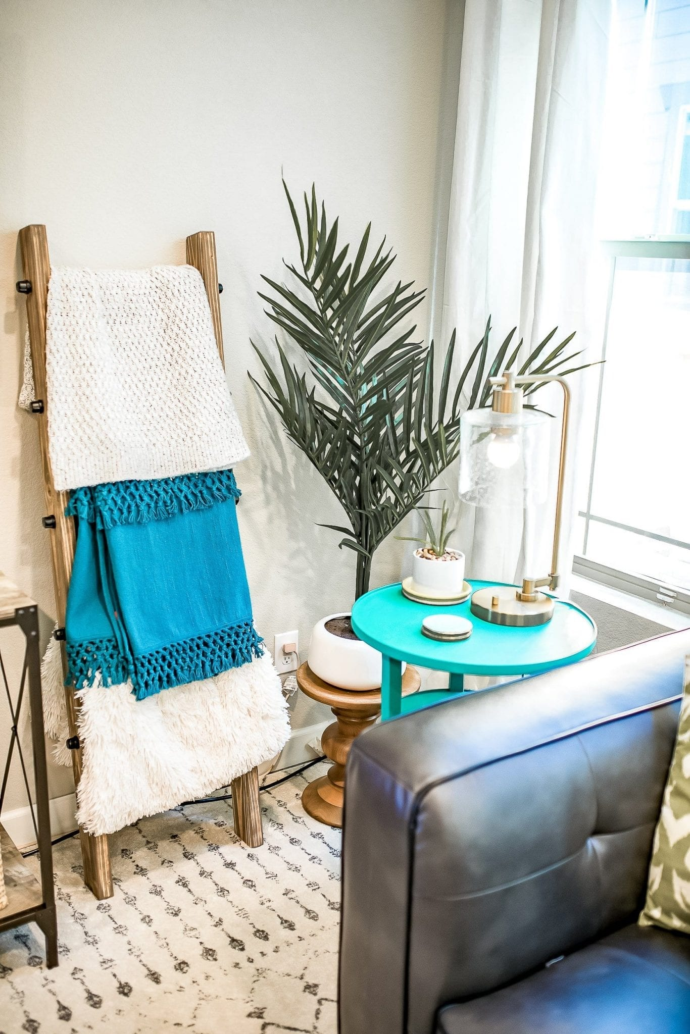 living room decor   Living Room Ideas   living room decor ideas   living room designs   living room paint color ideas   living room refresh   Never Skip Brunch by Cara Newhart   #livingroom #home #decor #neverskipbrunch
