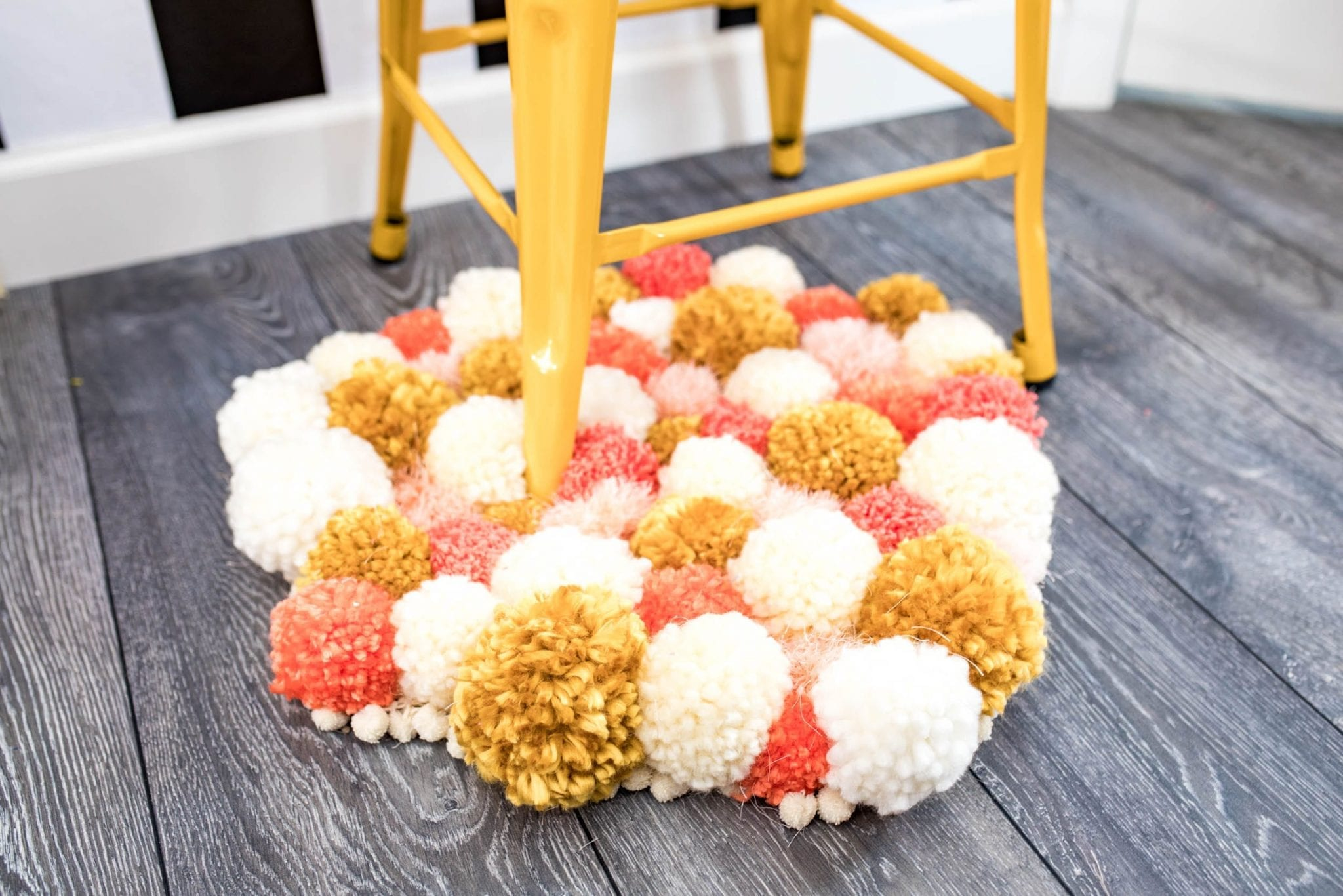 SO CUTE & SOFT! | pom pom rug tutorial video | pom pom rug tutorial | pom pom rug DIY | DIY Ideas | DIY Projects | pom pom rug diy ideas | Easy DIY Projects Yarn | Yarn crafts | Never Skip Brunch by Cara Newhart Denver Blogger | #DIY #Crafts #decor #yarn