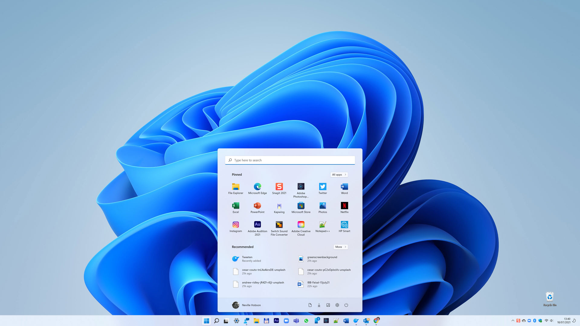 Windows 11 Start menu and taskbar centred
