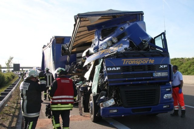 10-05-2012 bab-a8 leipheim lkw-unfall new-facts-eu