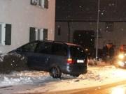 02-12-2012 attenhausen pkw-gegen-hausmauer schnee new-facts-eu