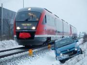 18-01-2013 neu-ulm gerlenhofen pkw-schneeglaette zwiebler new-facts-eu