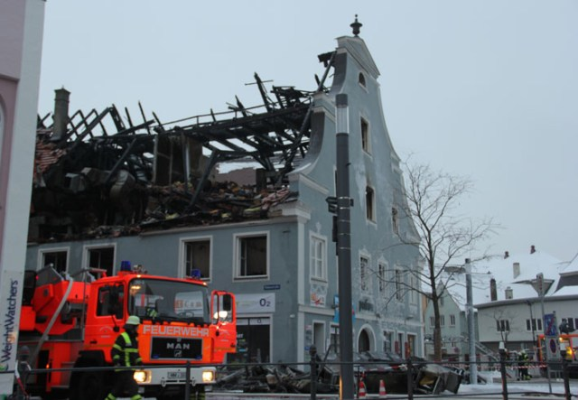 23-01-2013 Brand wohn-undgeschaeftshaus memmingen new-facts-eu20130124 1775 titel