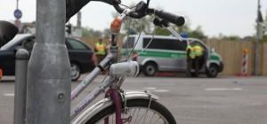02-05-2013 neu-ulm unfall radfahrer bus schwerverletzt unfallaufnahme zwiebler new-facts-eu20130502 titel
