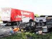 04-06-2013 bab-a7 leubas lkw wohnmobil auffahrunfall verletzte feuerwehr-kempten poeppel new-facts-eu20130604 titel