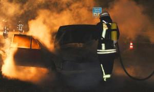 01-08-2013 bab-a7 dettingen pkw-brand feuerwehr-dettingen-erolzheim poeppel new-facts-eu20130801 titel