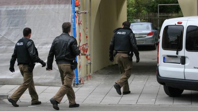 11-09-2013 neu-ulm bedrohungslage messer polizeieinsatz zwiebler new-facts-eu20130911 titel