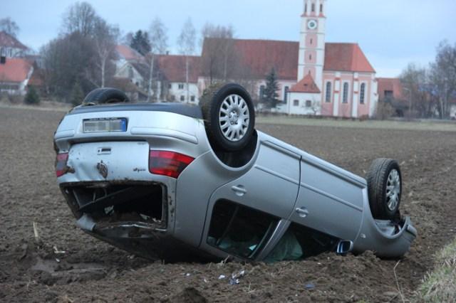 11-02-2014 unterallgaeu mussenhausen stetten ueberschlag unfall poeppel new-facts-eu