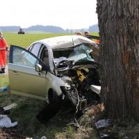Kraftisried - Pkw frontal mit hoher Geschwindigkeit gegen Baum - Fahrer sofort tot
