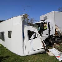 02-04-2014_lindau_oberreitnau_lkw_pkw_wohnwagen_unfall_schwerverletzte_groll_new-facts-eu20140402_0004