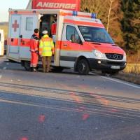 07-01-2014_b12_wilpoldsried_unfall-lkw_krankenwagen_feuerwehr_verletzte_poeppel_new-facts-eu20140107_0014
