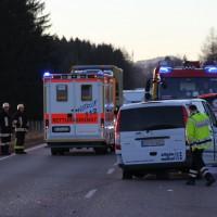 07-01-2014_b12_wilpoldsried_unfall-lkw_krankenwagen_feuerwehr_verletzte_poeppel_new-facts-eu20140107_0021