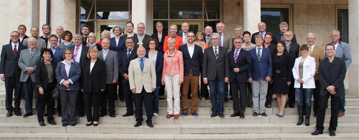 Der neue Stadtrat hat am Mittwoch seine Arbeit aufgenommen. 44 Stadträtinnen und Stadträte und Oberbürgermeister Gerold Noerenberg sind für sechs Jahre gewählt. Auf unserem Foto fehlt Christina Richtmann, die nicht an der Sitzung teilnehmen konnte - Foto: Stadt Neu-Ulm