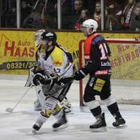 12-01-2014_allgau-derby_eishockey_indians_ecdc-memmingen_erc-sonthofen_niederlage_poeppel_new-facts-eu20140112_0011