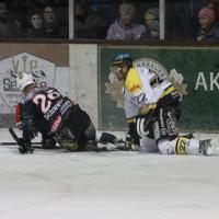 12-01-2014_allgau-derby_eishockey_indians_ecdc-memmingen_erc-sonthofen_niederlage_poeppel_new-facts-eu20140112_0084