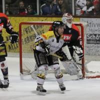 12-01-2014_allgau-derby_eishockey_indians_ecdc-memmingen_erc-sonthofen_niederlage_poeppel_new-facts-eu20140112_0089