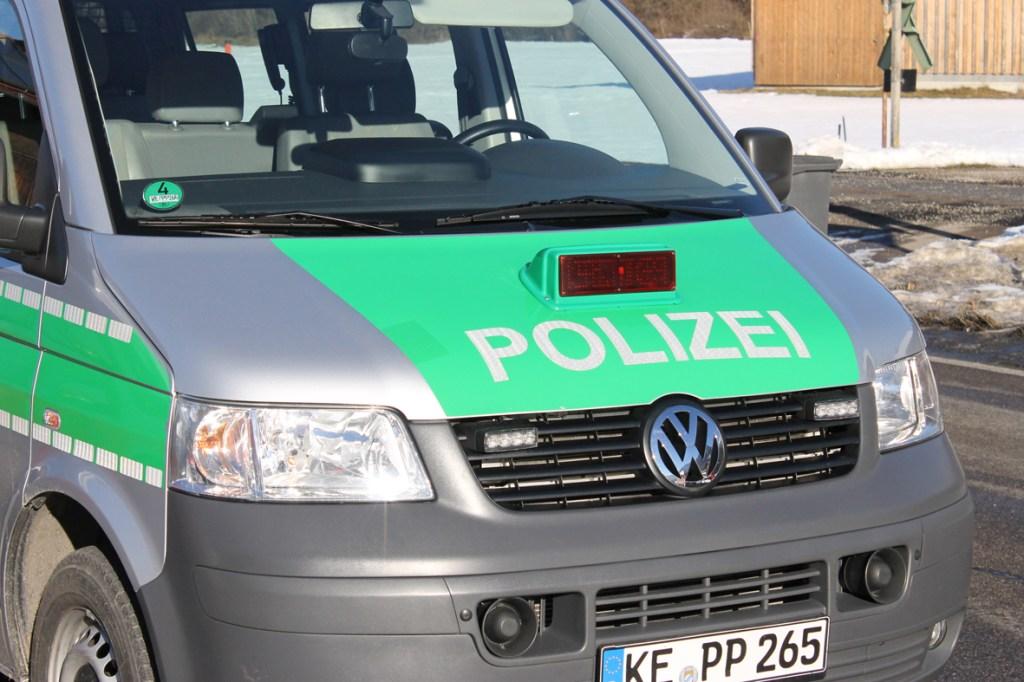 12-12-2013_b19_sonthofen_langenwang_unfall_krankenwagen_benlinew-facts-eu20131212_0012