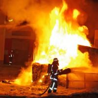 14-02-2014_guenzburg_ellzee_containerbrand_flammen_giftstoffe_feuerwehr_messungen_foto-weiss_new-facts-eu20140214_0001