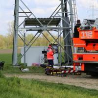 23-04-2014-biberach-kirchberg-hochspannungsleitung-unfall-arbeiter-feuerwehr-poeppel_new-facts-eu_0026