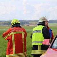23-04-2014-biberach-kirchberg-hochspannungsleitung-unfall-arbeiter-feuerwehr-poeppel_new-facts-eu_0037
