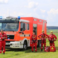 23-04-2014-biberach-kirchberg-hochspannungsleitung-unfall-arbeiter-feuerwehr-poeppel_new-facts-eu_0041