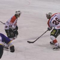 29-11-2013_ecdc-memmingen_eishockey_indians_ehc-waldkraigburg_bel_fuchs_new-facts-eu20131129_0027