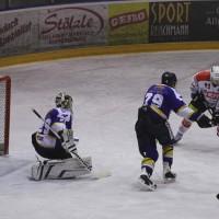 29-11-2013_ecdc-memmingen_eishockey_indians_ehc-waldkraigburg_bel_fuchs_new-facts-eu20131129_0088