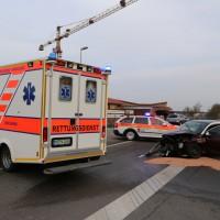 31-03-2014_unterallgaeu_kirchheim_unfall_wanzl-kreuzung_schwerverletzte_feuerwehr_poeppel_new-facts-eu20140331_0001