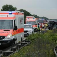 02-07-2014-a7-nersingen-unfall-lkw-verletzte-pkw-feuerwehr-zwiebler-new-facts-eu20000101_0024