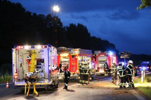 09-07-2014-b300-a7-memmingen-unfall-eingeklemmt-feuerwehr-notarzt-poeppel-new-facts-eu20140709_0001