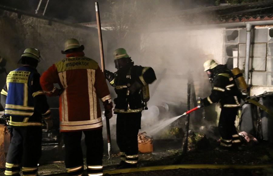 12-08-2014-memmingen-brand-riedbachstrasse-pavillion-hasenstall-feuerwehr-poeppel-new-facts-eu (21)
