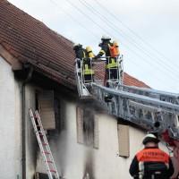 22-08-2014-guenzburg-ziemetshausen-brand-wohnung-kinder-familie-lebensgefahr-feurwehr-zwiebler-new-facts-eu010