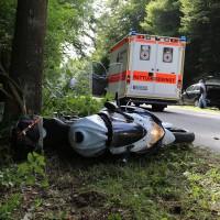 23-08-2014-memmingen-dickenreishausen-unfall-motorrad-baum-rollsplitt-rettungsdienst-polizei-groll-new-facts-eu