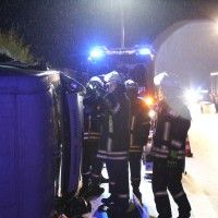 26-08-2014-a96-mindelheim-stetten-unfall-transporter-regen-pkw-feuerwehr-poeppel-new-facts-eu (4)